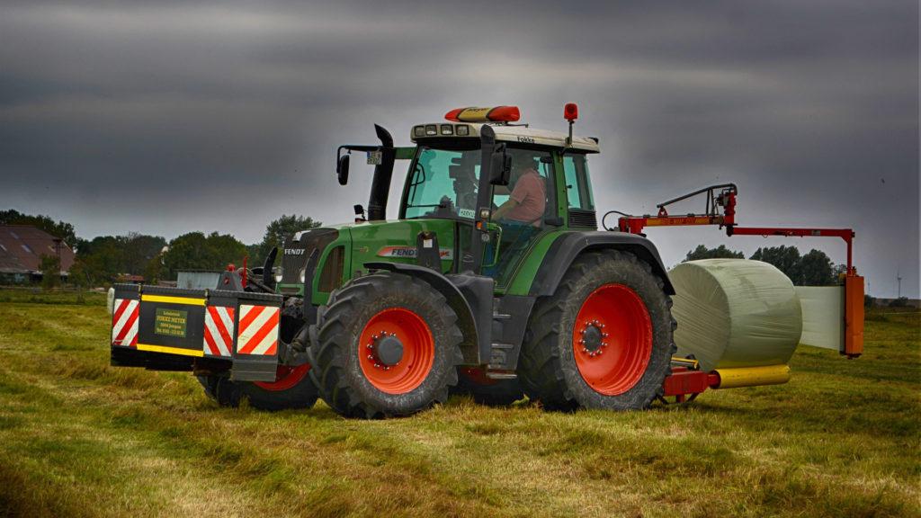 el-buen-mantenimiento-de-un-tractor-agricola-1920