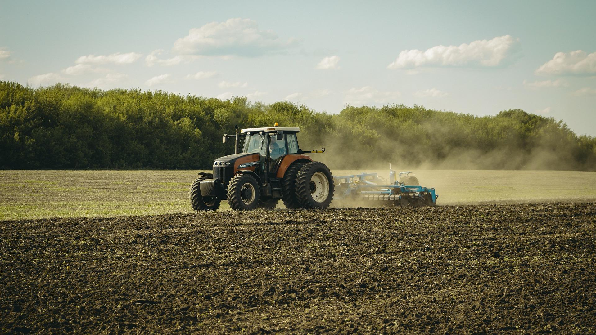 el-15-de-junio-se-abre-plazo-plan-renove-2021-maquinaria-agricola-1920